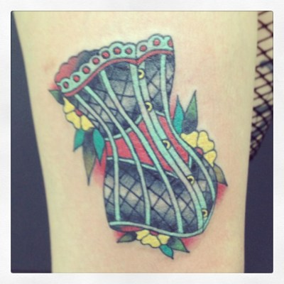 (b'3`*)チョー早い やったぁ tattooing by Hata♡♡♡ @inkrattattoo #corset #tattoo #traditional #コルセット #タトゥー #トラディショナル #アメリカン