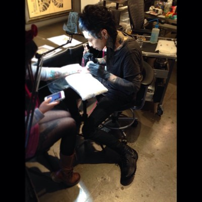 yeah!!! working with @bangganji  #threetidestattoo #harajuku #tokyo #tattoo