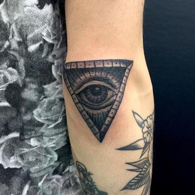 #逆さま #プロビデンスの目 #eyeofprovidence #upsidedown #tattoo #reikotattoo #studiokeen #japan #nagoyatattoo #tokyotattoo #irezumi #タトゥー #刺青 #名古屋 #大須 #矢場町 #東京 #静岡 #hocuspocustattoo #shizuokatattoo
