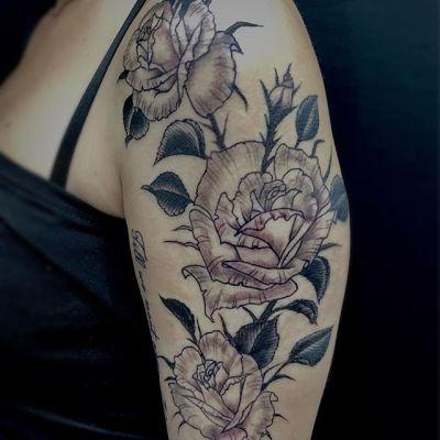 #バラ #ブラックアンドグレイタトゥー #rose #blackandgray ...#tattoo #reikotattoo #studiokeen #japan #nagoyatattoo #tokyotattoo #irezumi #タトゥー #刺青 #名古屋 #大須 #矢場町 #東京