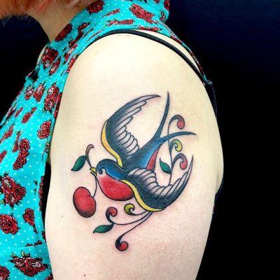 #swallowtattoo #cherry #ツバメ #チェリー #sailorjerrytattoo ...#tattoo #reikotattoo #studiokeen #japan #nagoyatattoo #tokyotattoo #irezumi #タトゥー #刺青 #名古屋 #大須 #矢場町 #東京