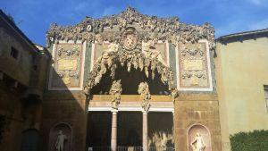 Realizada por el arquitecto Buontalenti, del donde toma su nombre