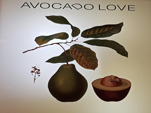 Letrero restaurante Avocado Love en Madrid