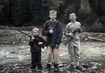 Crianças, armas e o futuro que se espera