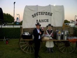 "November 2011: Auch bei den Ewings wird ""Reingemacht"" gehört! Unser Hörer Stefan auf der Southfork Ranch!"