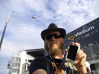 Mai 2011: Daumling vor dem ami-Stadium in Christchurch / Neuseeland