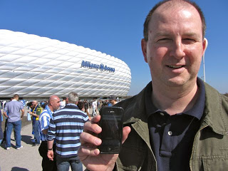 """März 2012: """"Aka Der Bamberger"""" vor der Allianz Arena beim 1:4 seiner Löwen gegen Fürth. Wir schätzen dass das Foto vor dem Anpfiff aufgenommen wurde :-) Danke!!"""