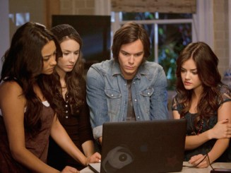 pretty-little-liars-a-hot-piece-of-a-season-2-episode-15-1
