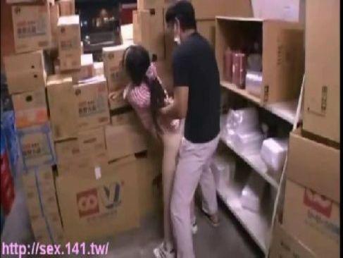 スーパーでバイト中の真面目な美尻娘が畜生におまんこを犯されてしまうレイプ動画無料