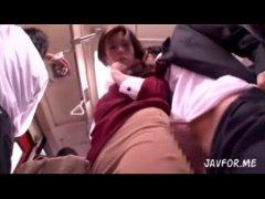 美尻美人お姉さんが満員バスで痴漢に巨根をおまんこに押し付けられるれイプ 動画 38.5度無料
