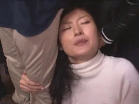 電車や自宅で痴漢や強姦魔に襲われ凌辱される人妻達の長編のれイプ 動画 38.5度 動画