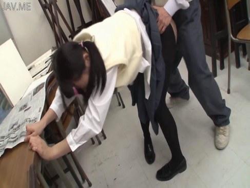 同級生にイラマチオされおまんこを犯される制服姿のメガネ娘なれイプ 動画 38.5度