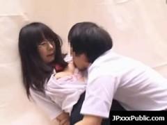 藤原ひとみが学校祭中に強姦されてる無料レイプ動画