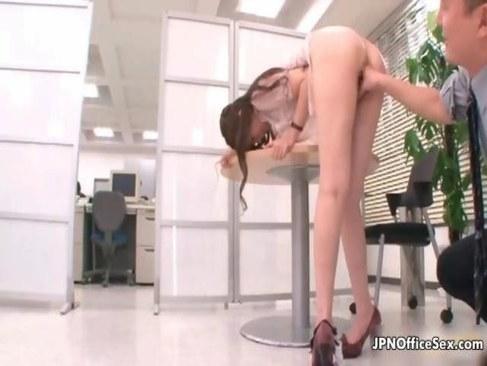 仕事中に上司におまんこを犯される極上美人OLのれイプ 動画 38.5度無料