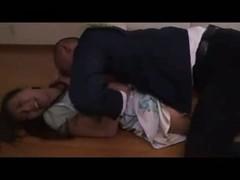 業者に襲われるハーフ系美人妻のれイプ動画