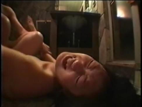 実の父親におまんこをハメられてる地味系素人娘が正常位で犯されて必死に抵抗するれイプ動画 本物無料