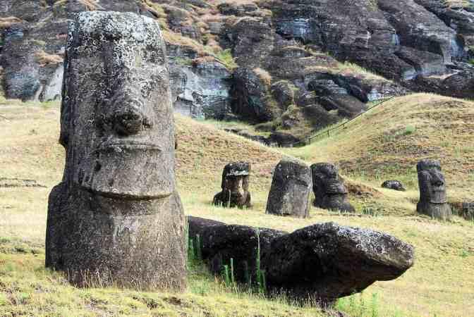 Rano Raraku - moai beelden - Paaseiland - Chili
