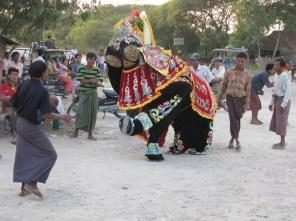 Elefanten-Tanz