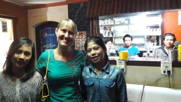 Shwedagon Pagoda , Schneekugeln und Danny`s Cafe und Restaurant