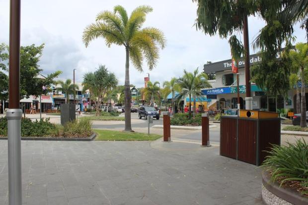 Promenade für Touristen an der Küste