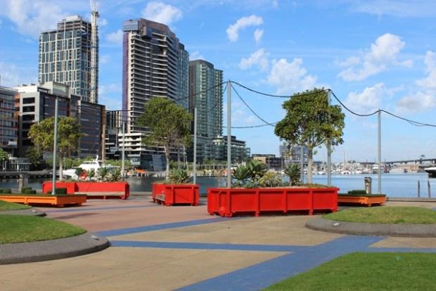 Hochhäuser und Blumen in Melbourne