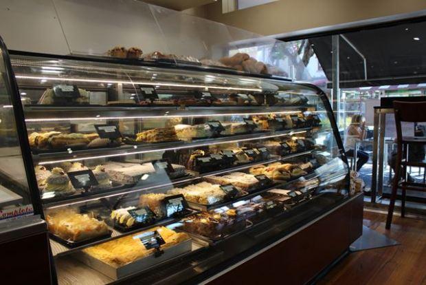 leckere Kuchen verkaufen als Backpacker Job
