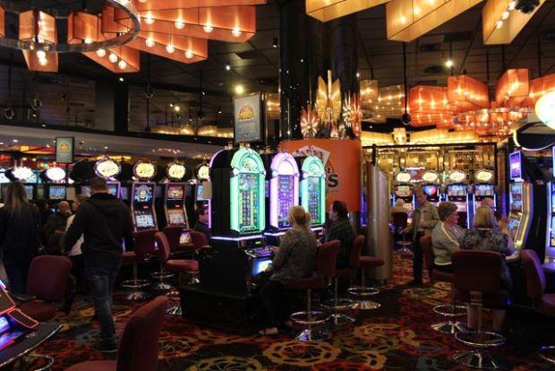 Hier siehst du die Poker Spielautomaten im Casino in Melbourne Australien