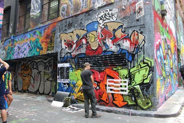 Graffiti halb fertig - Ideal für Backpacker Rucksack Touristen