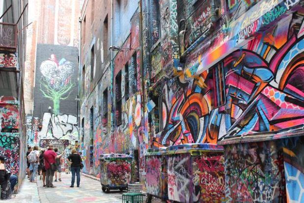 Backpacker Ausflugsziel Graffiti anschauen