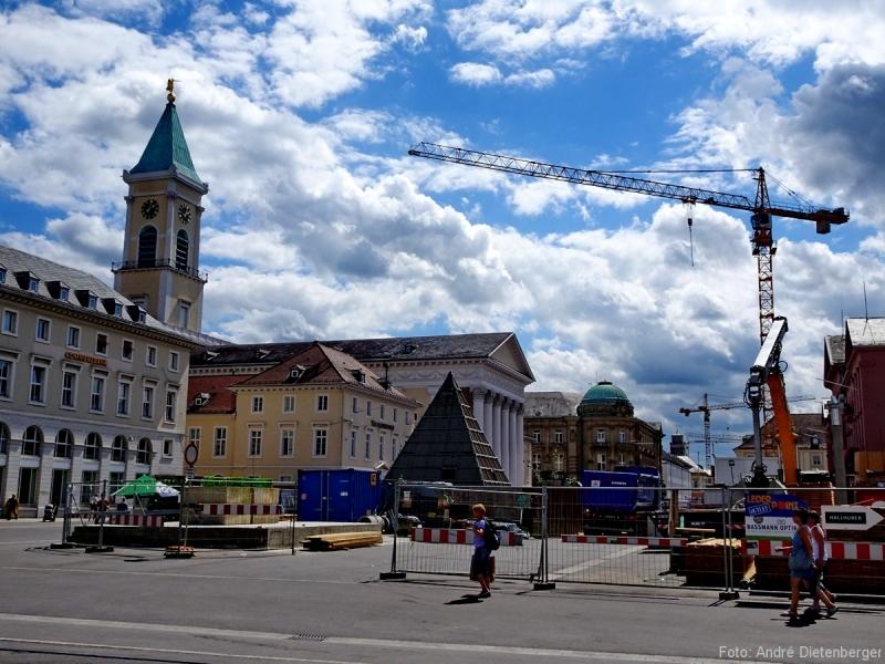 Karlsruhe - Marktplatz mit Evangelischer Kirche