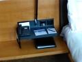 Swissotel - Zimmer Telefon und Steckdosen
