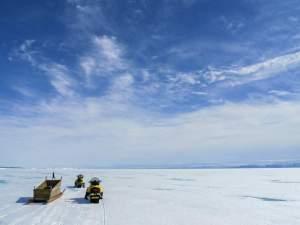 Skidoo-Touren übers weite Eis