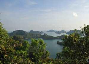 Blick über die Inseln im An acg Thong Nationalpark