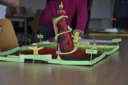 Vulkanspiel: Selbst Spiele erfinden und basteln.