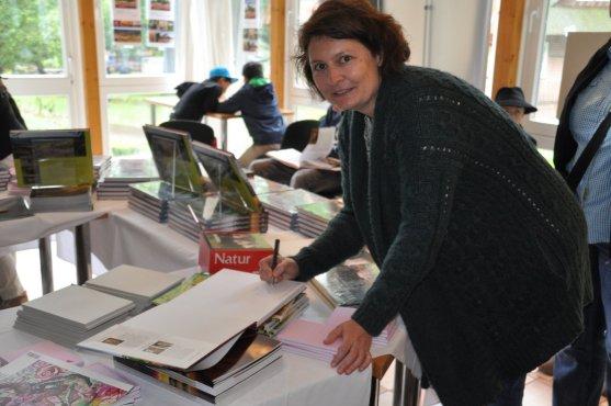 Anke Benstem signiert Bildband Lüneburger Heide
