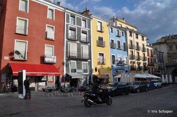 Cuenca_BunteHäuser3