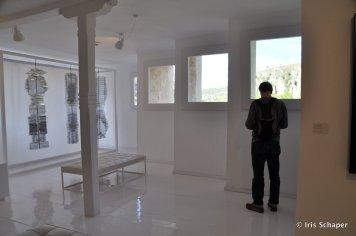 Fantastische Aussicht: Vor den Fenstern des Museums für abstrakte Kunst in den Hängenden Häusern erheben die Felsen der Schlucht