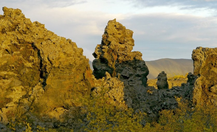 Dimmuborgir - skurrile Felsformationen am See Mývatn