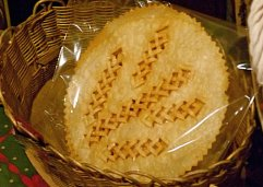 Knusprig frittiertes Laufabrauð mit traditionellem Muster