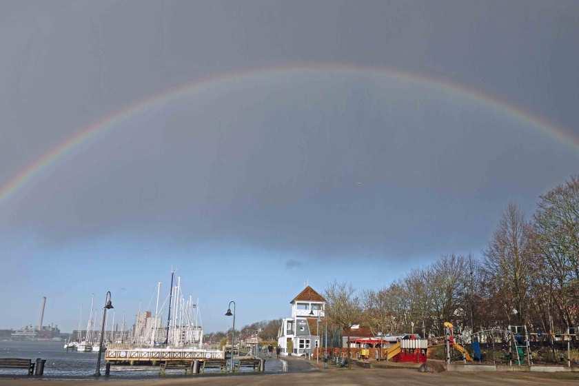 Regenbogen über dem Flensburger Hafen
