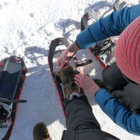 Lechtal_Schneeschuhe_anziehen