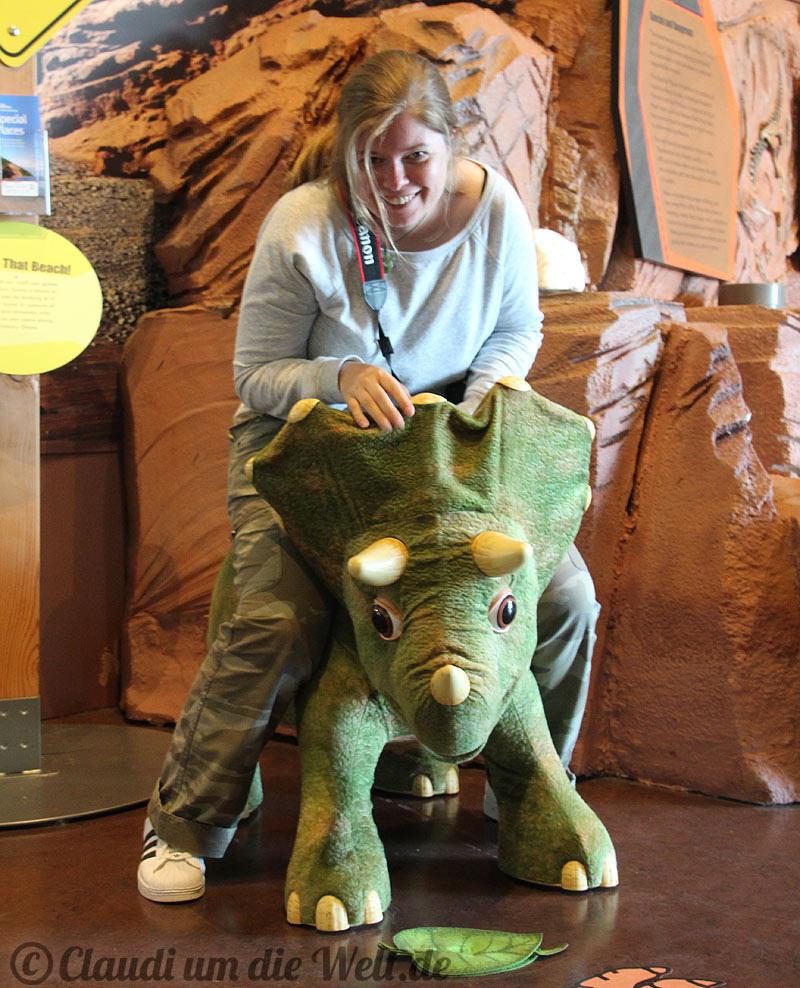 Nova-Scotia-Parrsboto-Dino-museum1