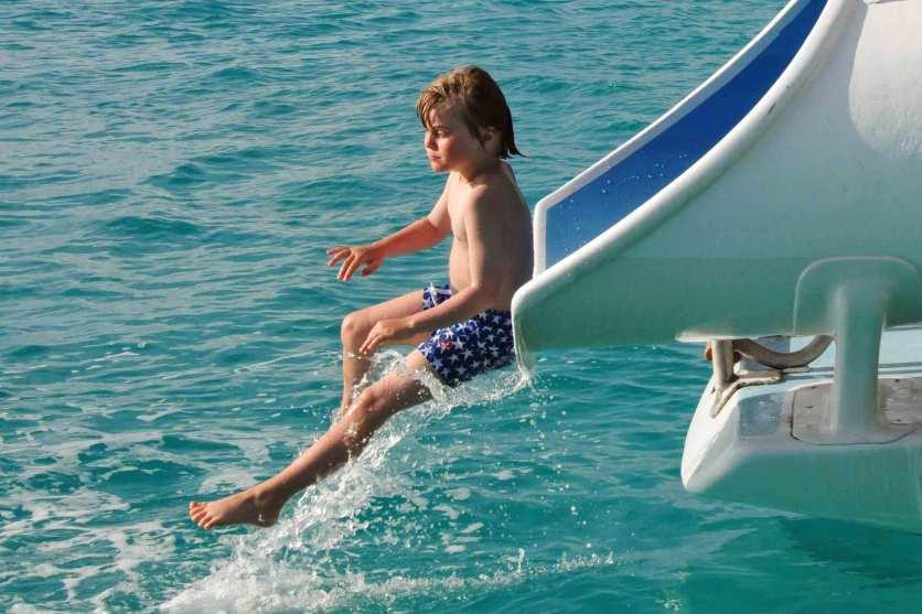 Fun-Faktor_ Wasserrutsche am Katamaran