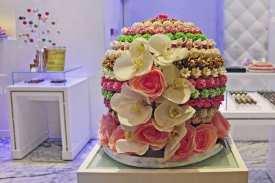 Süß, kunstvoll und bunt. In der Dubai Mall gibt es viele Patisserien