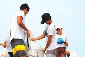 freiwillige-beim-muell-sammeln