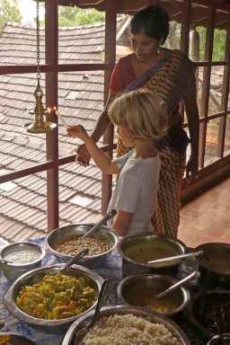Die Öllampe anzünden gehört zur indischen Tradition