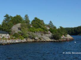 Baden und sonnen auf dem Felsen