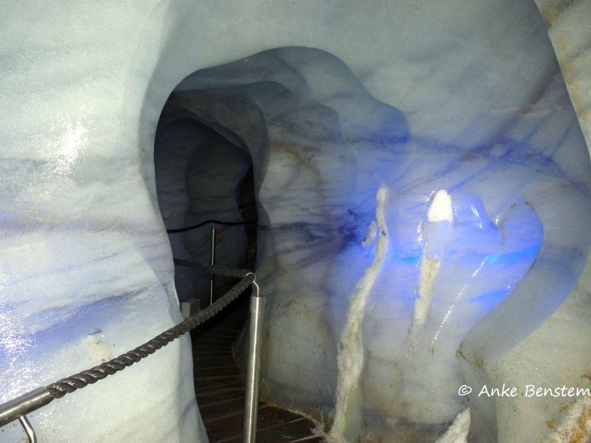 Durchgang in der Eisgrotte