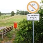 Schilder-Bilder 9: Müll oder kein Müll hinterm Deich?
