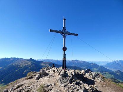Alpbachtal Reisefeder Benstem Gratlspitze Familienwanderung Gipfelkreuz